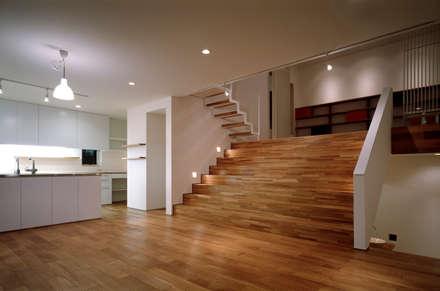 八幡町の家: 桐山和広建築設計事務所が手掛けた玄関/廊下/階段です。