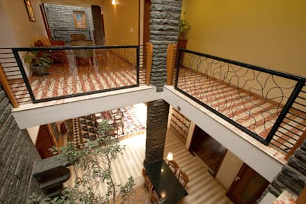 Residence Sangeeta:  Corridor & hallway by Kumar Consultants