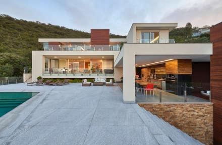 Casa Quintas do Sol: Casas modernas por Márcia Carvalhaes Arquitetura LTDA.
