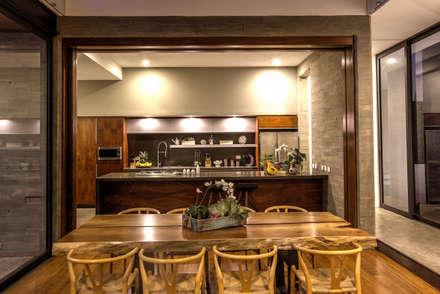 Cocina: Cocinas de estilo moderno por ze|arquitectura