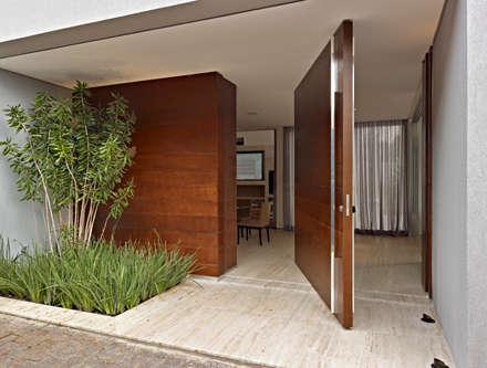 Casa Vila Alpina 02: Casas modernas por Márcia Carvalhaes Arquitetura LTDA.