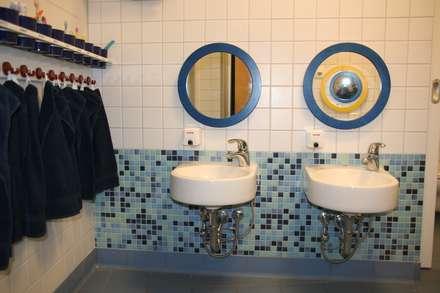Das blaue Bad:  Schulen von architekturbüro civitas  Dr. Regina Bolck & Rüdiger Reißig
