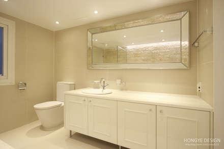 클래식한 느낌의 61py 인테리어: 홍예디자인의  화장실