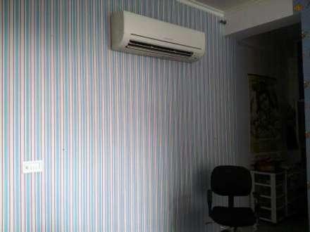 Kids Room: tropical Bedroom by Decor At Door