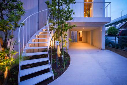 黒川の家: Nobuyoshi Hayashiが手掛けたベランダです。