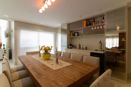 Residência Jardim Avelino: Salas de jantar modernas por LAM Arquitetura | Interiores