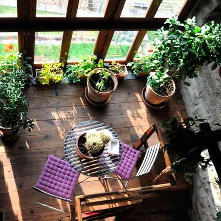 Casa in montagna: Giardino d'inverno in stile In stile Country di STUDIO TIZIANA GERARDI