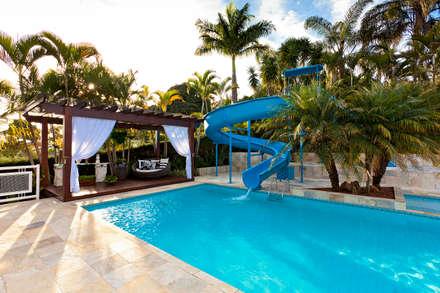 สระว่ายน้ำ by Bellini Arquitetura e Design