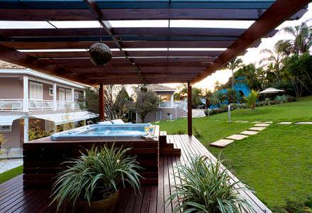 Spa de estilo moderno por Bellini Arquitetura e Design