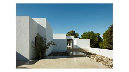 Ampliación y reforma de una casa en Marbella: Casas de estilo mediterráneo de Alejandro Giménez Architects
