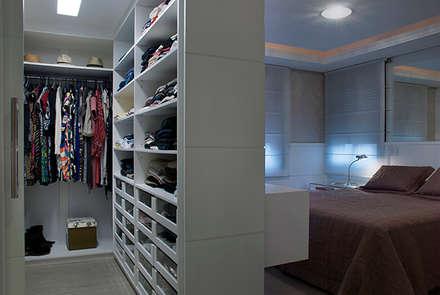 modern Dressing room by Angela Ognibeni Arquitetura e Interiores