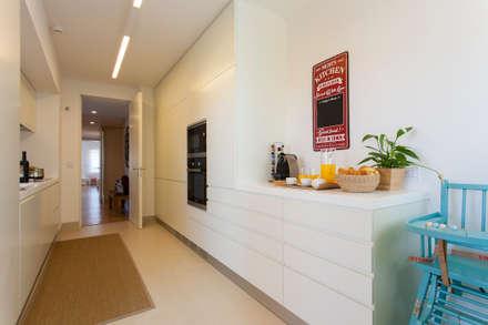Cozinha: Cozinhas modernas por Traço Magenta - Design de Interiores