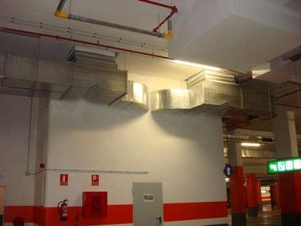 parking Campolongo: Garajes de estilo industrial de CLIMANET