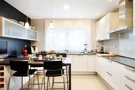 Cozinha/Kitchen: Cozinhas modernas por 3L, Arquitectura e Remodelação de Interiores, Lda