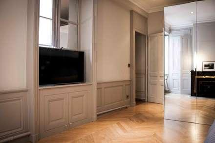 Parquet en bois : Chambre de style de style Moderne par réHome
