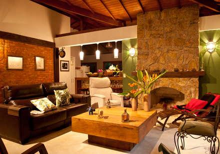 Sala de Estar: Salas de estar rústicas por Jaqueline Vale Arquitetura