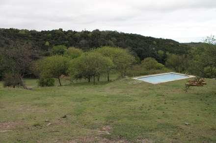 Pileta de Campo: Piletas de estilo rústico por Casas de Campo