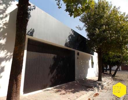 Fachada principal: Casas de estilo minimalista por ZTUDIO-ARQUITECTURA