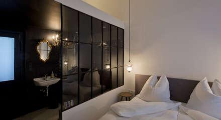 Schlafzimmer: industriale Schlafzimmer von LOSTINARCHITECTURE