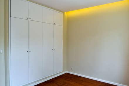 Suite: Quartos minimalistas por FIlipa Figueira Arquitectura