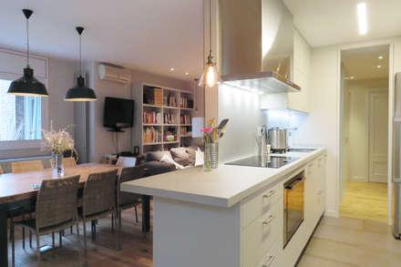 Vivienda Sant Cugat: Cocinas de estilo moderno de Brick construcció i disseny