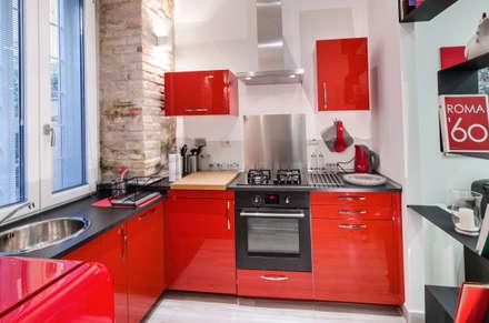 suite medaglie d'oro: Cucina in stile in stile Moderno di architetto raffaele caruso