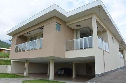 Acolhedora, prática e funcional.: Casas campestres por Solange Figueiredo - ALLS Arquitetura e engenharia