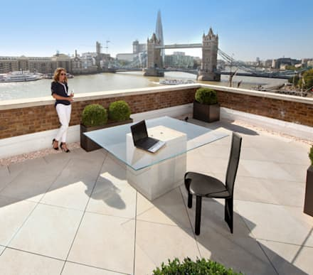 Roof terrace with French Limestone Vanilla porcelain paving:  Terrace by PrimaPorcelain