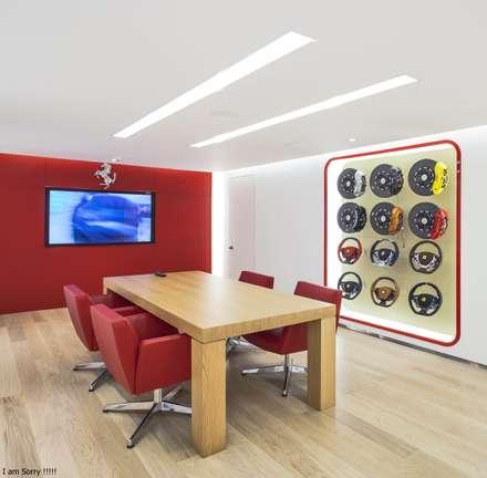 Ferrari: Bares y discotecas de estilo  por minima arquitectos