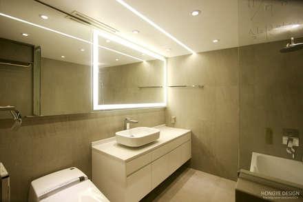 네 가족이 사는 심플모던스타일의 집_48py: 홍예디자인의  화장실