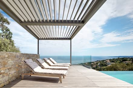 Sunset View Umbris Louvre Roof: modern Pool by IQ Outdoor Living