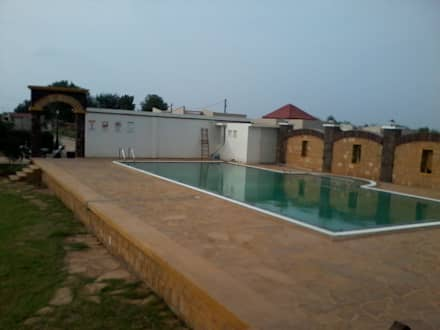 SWIMMING AREA ADJOINING CLUB HOUSE: rustic Pool by CREATORS