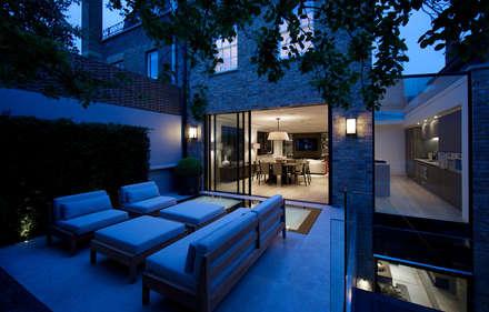 Back garden at Bedford Gardens House. : modern Garden by Nash Baker Architects Ltd