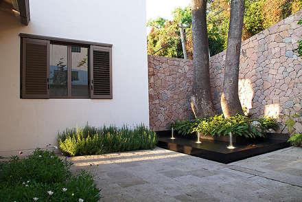 Casa Horizonte 9: Casas de estilo ecléctico de Mayúscula Arquitectos