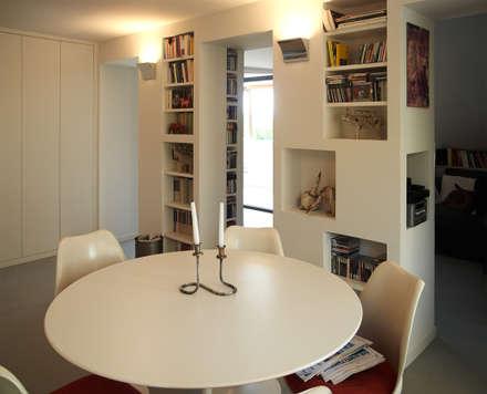 Loft Parco Nomentano - Roma: Sala da pranzo in stile in stile Moderno di in&outsidesign