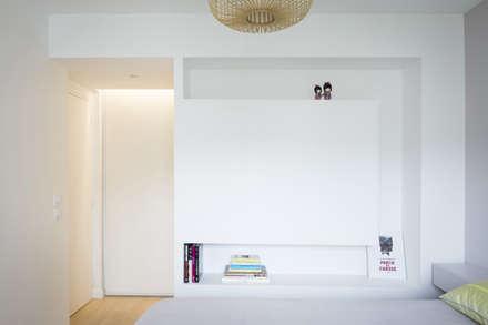 Espace chambre: Chambre de style de style Moderne par MELANIE LALLEMAND ARCHITECTURES