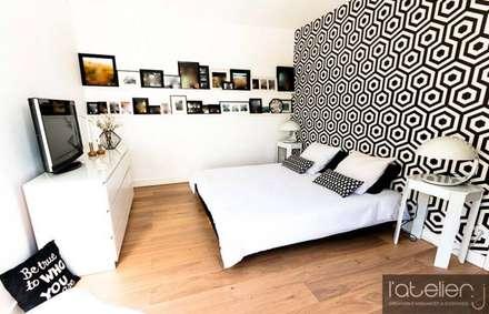 MAISON D'ARCHI: Chambre de style de style Moderne par L'atelier J
