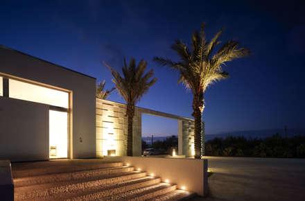 Cantine Cusumano: Giardino in stile in stile Mediterraneo di Annibale Sicurella - laborArch