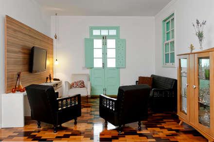 Estar social: Salas de estar ecléticas por CMSP Arquitetura + Design