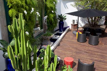 obra residêncial scs: Jardins modernos por Sandra Sanches Arq e Design de Interiores