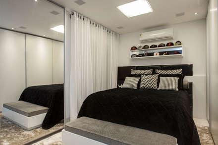 obra residêncial scs: Quartos  por Sandra Sanches Arq e Design de Interiores