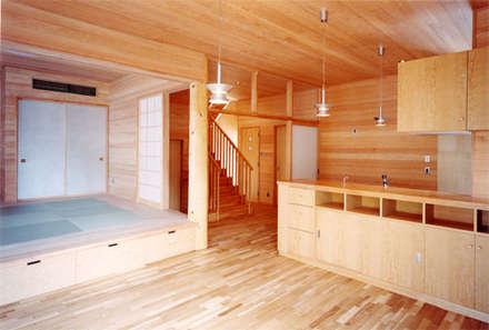 【食堂その2】: 安達文宏建築設計事務所が手掛けたキッチンです。