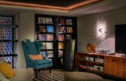Timeless with a twist: Salas multimédia ecléticas por Viterbo Interior design