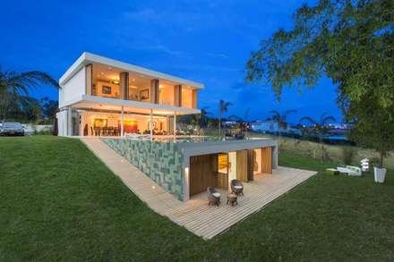 : Casas de estilo moderno por Giovanni Moreno Arquitectos