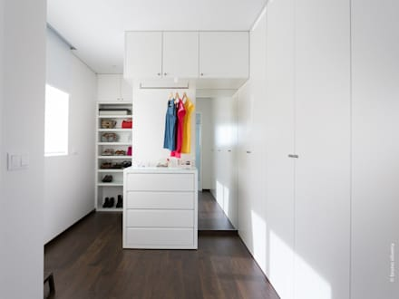 casa 116: Closets modernos por bo   bruno oliveira, arquitectura