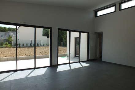 Construction d'une maison individuelle à Vern-sur-Seiche (35): Piscine de style de style Moderne par ATELIER POTENTIEL
