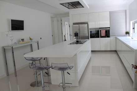 Cozinha: Cozinhas modernas por Miguel Ferreira Arquitectos