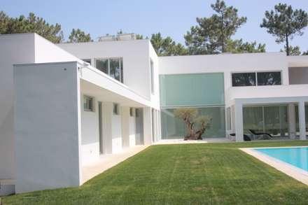 Moradia IC: Moradias  por Miguel Ferreira Arquitectos