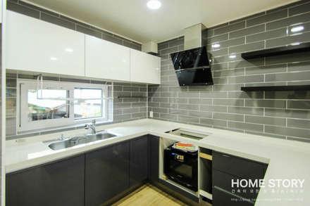 [상주전원주택 인테리어] 2세대가 함께 사는 프라이버시가 보호되는 세대분리형 ALC주택: (주)홈스토리의  주방