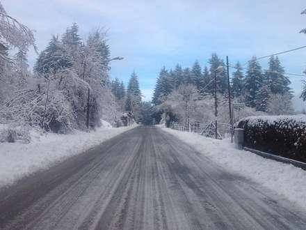 Nevicata: Giardino d'inverno in stile in stile Rustico di immobiliare sublacense